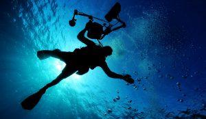 לחובבי אטרקציות מים ציוד מומלץ לצילום בים